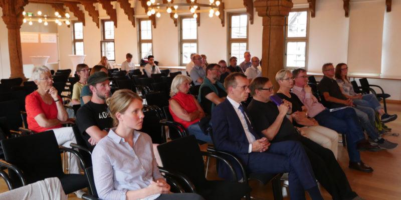 An Der Auftaktveranstaltung Im Historischen Rathaus Höxter Nahmen Ca. 20 Personen Teil.