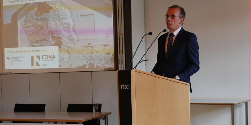 Bürgermeister Alexander Fischer Begrüßte Die Teilnehmer Der Auftaktveranstaltung.