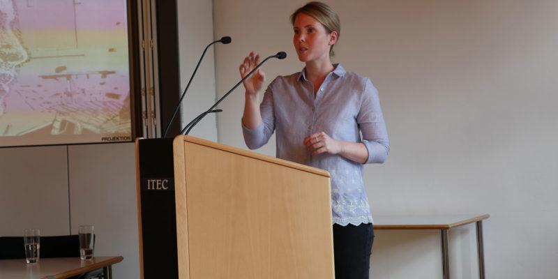 Jaqueline Schmidt Von Der HAWK Stellte Den Projektverbund Sowie Die Zentralen Ziele Und Fragestellungen Von TransZ Vor.