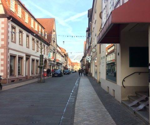 In Der Einkaufsstraße Gibt Es Zahlreiche Leerstände, Die Neu Bespielt Werden Sollen.   (Foto: Www.warburg.de)
