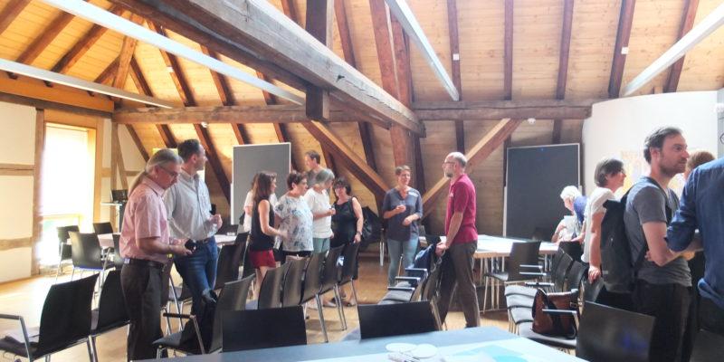 Zu Beginn Der Veranstaltung Fand Ein Reger Austausch Zwischen Den Verschiedenen Teilnehmern Statt.