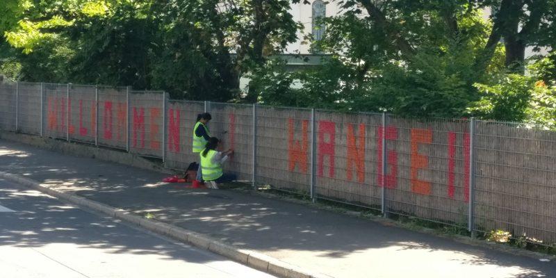 Ein Großer Schriftzug Begrüßte Direkt An Der Hedelfinger Straße.