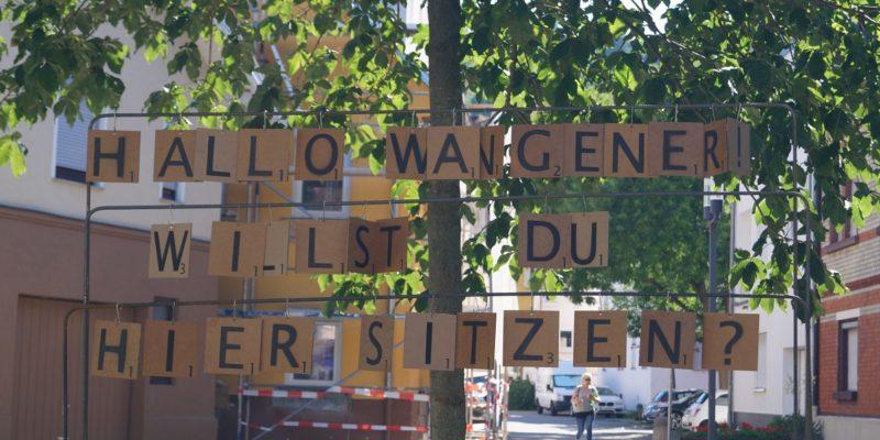 Durch Scrabble Buchstaben Wurden Die Bewohner Am Marktplatz  Angesprochen.