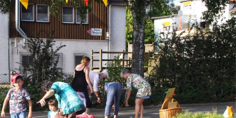 Anja Protte Hat Mit Zwei Weiteren Mitgliedern Ihrer Boule-Gruppe Ehrenamtlich Das Gemeinsame Boule-Spiel Geleitet.