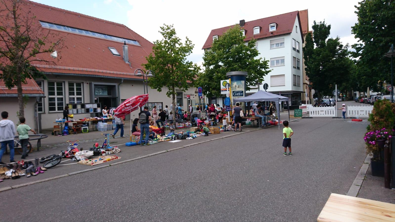 Der Keltervorplatz war während des Flohmarkts sehr belebt